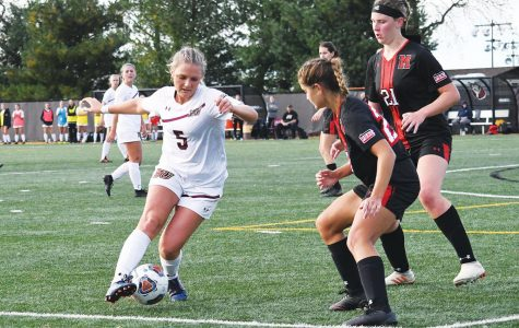 No. 7  Women's Soccer wins 11th consecutive match